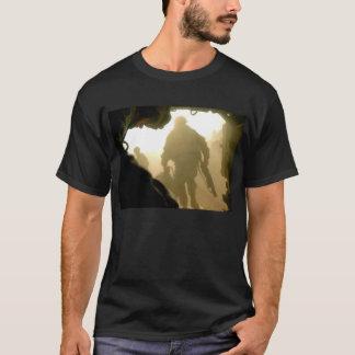 Man kliver in mot seger t-shirts