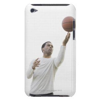 Man som leker med basket, skjuten studio barely there iPod överdrag