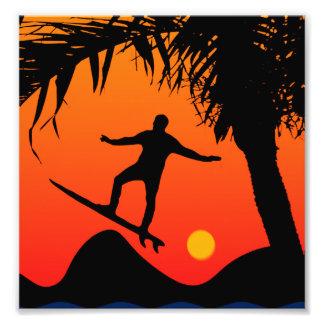 Man som surfar på den grafiska illustrationen för fototryck