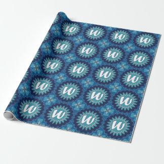 Mandala för turkos för MonogramW-blått som slår in Presentpapper