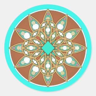 Mandalamönster i choklad, solbränna och turkos runt klistermärke