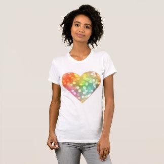 Mång--färgad hjärta med stänk av konfettiar tee shirts