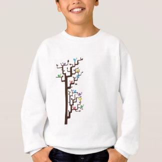 Mång- färgade fåglar i träd t-shirt