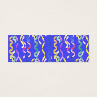 Mång- partybanderoller på neonblått litet visitkort