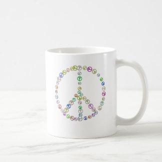 Många fredssymboler i en kaffemugg