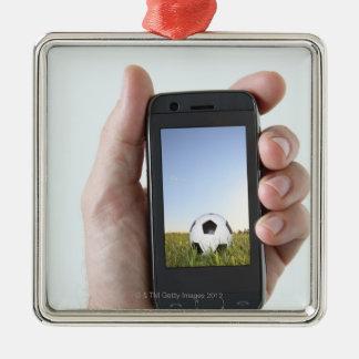 Maninnehav en mobil telefon julgransprydnad metall