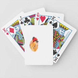 Människahjärta modellerar på vitbakgrund spelkort