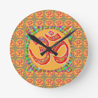 Mantra OmMantra: Perfekta riktiga heliga RobeColor Rund Klocka