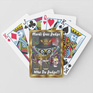Mardi Gras som domaren beskådar, noterar behar Spelkort
