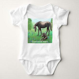 Mare med fölanpassadet Babie ett biet Tee Shirt
