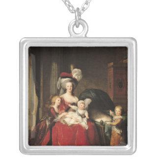 Marie-Antoinette och henne barn, 1787 Silverpläterat Halsband
