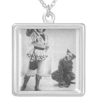 Marie Lloyd som deckaren Whittington i 1898 Silverpläterat Halsband