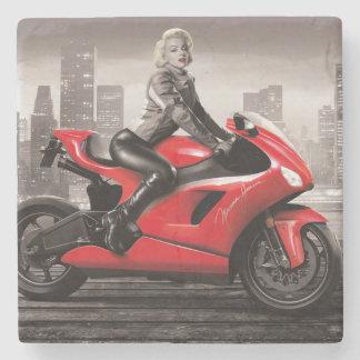 Marilyns motorcykel underlägg sten