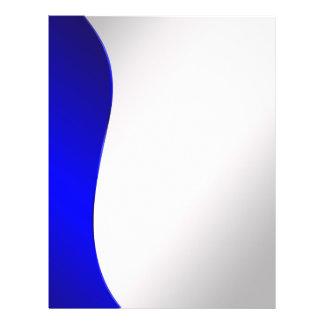 Marinblå bakgrund fodrar på utformat silver reklamblad 21,5 x 30 cm