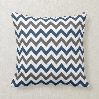 Marinblå och grå färgsparredekorativ kudde