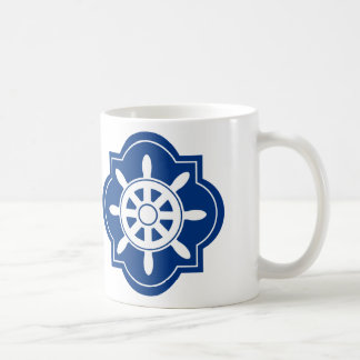 Marinblåa frakter rullar silhouetten kaffemugg