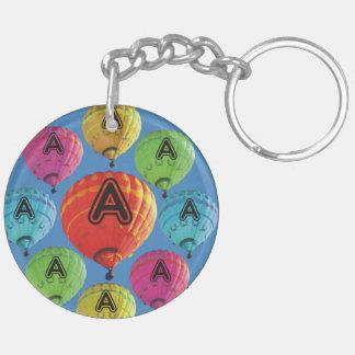 Märka med sina initialer luftballonger dubbelsidigt rund akryl nyckelring