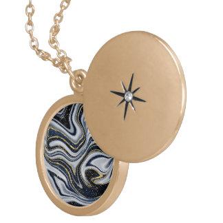marmor guld, grå färg som är gammal, vit, blek - guldpläterat halsband