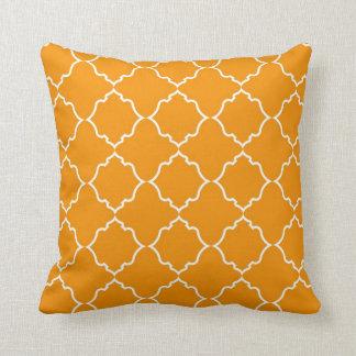 Marockansk vit och orange kudde