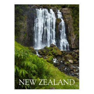 Marokopa vattenfall som är nyazeeländsk vykort