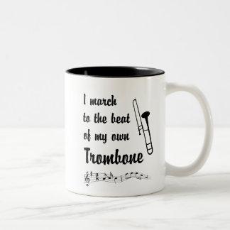 Mars till takten: Trombone Två-Tonad Mugg
