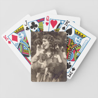 Mary Pickford som kramar fyra Beagles Spelkort