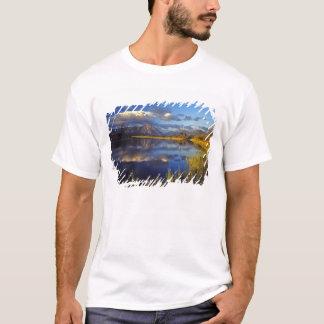 Maskinonge sjö i Waterton sjöarnationalpark 3 Tee Shirts