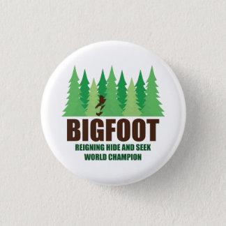 Mästare för Bigfoot Sasquatch kurragömmavärld Mini Knapp Rund 3.2 Cm