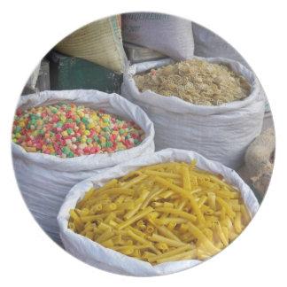 Mat som är till salu på Boudhanath, pläterar Tallrik