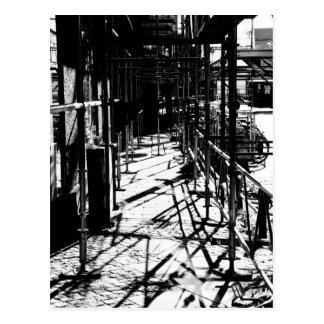 Material till byggnadsställning skuggar vykort