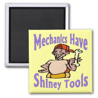Mecahnics har skina verktyg magnet