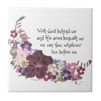 Med guden bak oss… kakelplatta