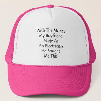 Med pengarna min pojkvän som göras som en truckerkeps