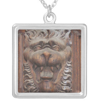 Medeltida tysk Wood snida VARG Halsband Med Fyrkantigt Hängsmycke