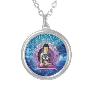Meditation- och fredlivets träd silverpläterat halsband