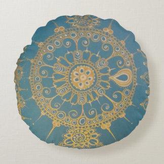 Mehndi inspirerade design (blått och guld) rund kudde