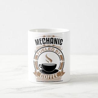 Mekaniker som tankas av kaffe kaffemugg