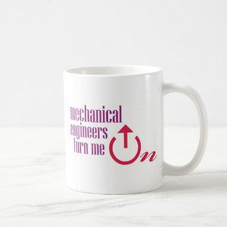 Mekaniska ingenjörer vänder på mig kaffemugg