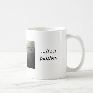 Mer än precis en sport… är det en passion. kaffemugg