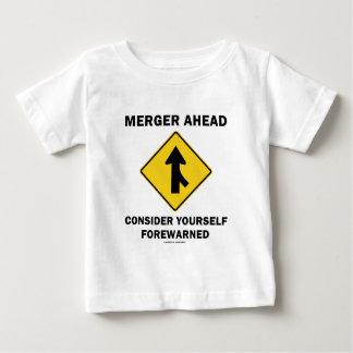 Mergeren framåt betraktar sig Yourself förvarnad T-shirts