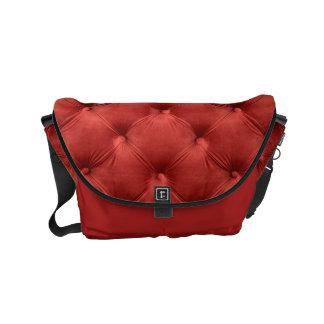Messenger bag med den röda capitonen, Chesterfild