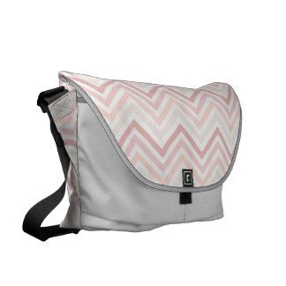 Messenger bag: Mjukt rosa sparremönster Kurir Väskor