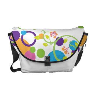 Messenger bagpolka dots som virvlar runt blommigt kurir väska