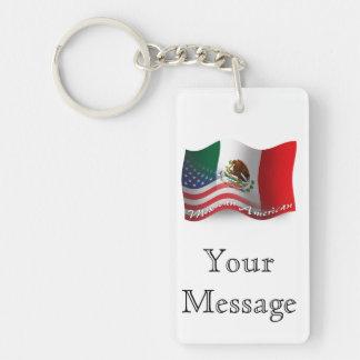 Mexikan-Amerikan som vinkar flagga