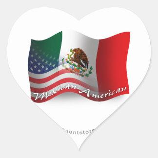 Mexikan-Amerikan som vinkar flagga Hjärtformat Klistermärke