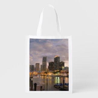 Miami finansiell horisont på skymningen återanvändbar påse