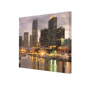 Miami finansiell horisont på skymningen canvastryck