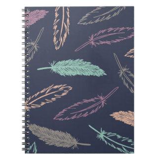 Midnatt fallande journal för fjädrar - anteckningsbok med spiral