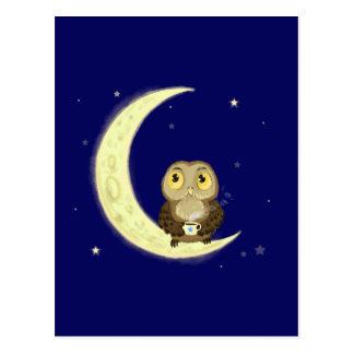 Midnatt kaffe för måneuggla vykort