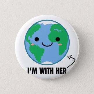 Mig förmiddag med henne - planetjorddag standard knapp rund 5.7 cm